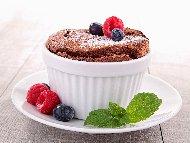 Рецепта Лесно шоколадово суфле с натурален шоколад във форми за мъфини
